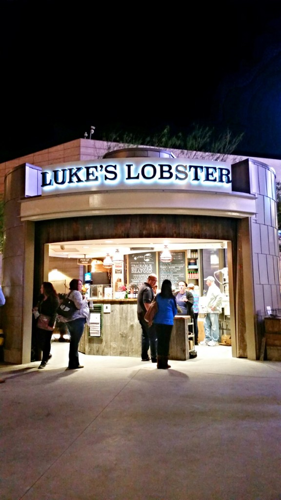 Luke's Lobster Comes to Las Vegas! Check out tasty lobster rolls (crab & shrimp too!) various soups, & a nice variety of drinks as well located right on the Vegas Strip! Read & see more on Home in High Heels