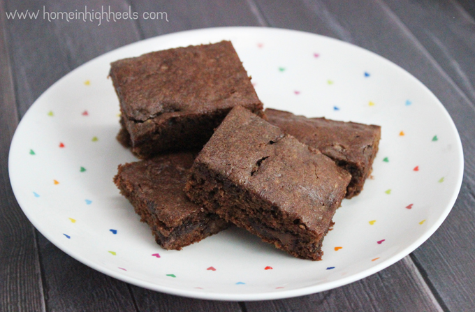 Nutella or cookie butter?  You can adapt this recipe to either or do what I did & go for both! Easy Nutella & Cookie Butter Cake Bars on Home in High Heels