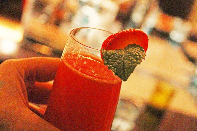 """Searsucker Thanksgiving Fizzy Lifter Recently the Vegas Lifestyle Influencers had the opportunity to hop on over to Searsucker & enjoy a thanksgiving feast! Never been to Searsucker? The restaurant is located inside Caesars Palace on the Las Vegas Strip. It has a bit of a retro, unique vibe with seriously cool, eclectic accents. The food is described as """"new American"""" & most of the items on the menu are completely unique or have a fun twist. Ready to see what they served up for an ALMOST traditional Thanksgiving meal? Keep reading to check it out on Home in High Heels"""
